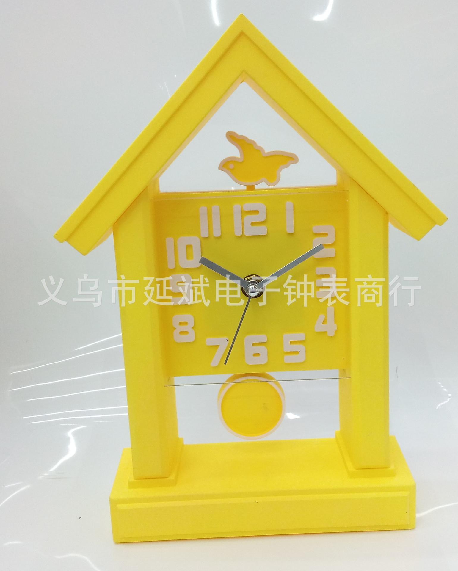 厂家直销圆形仿木喷漆书房塑料挂钟批发