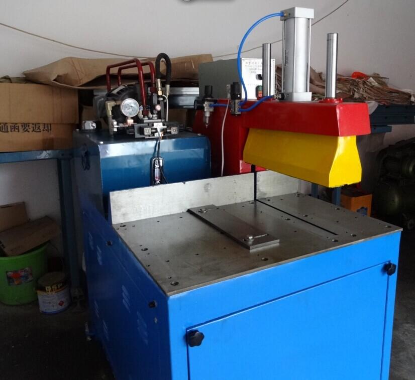 油壓橫切型鋁型材切割機